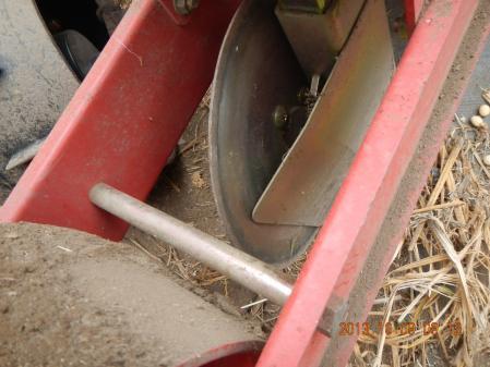 麦畑の耕起作業 (4)