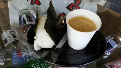 蔵人新米おにぎりと野菜ジュース20131127_121827 (400x225)