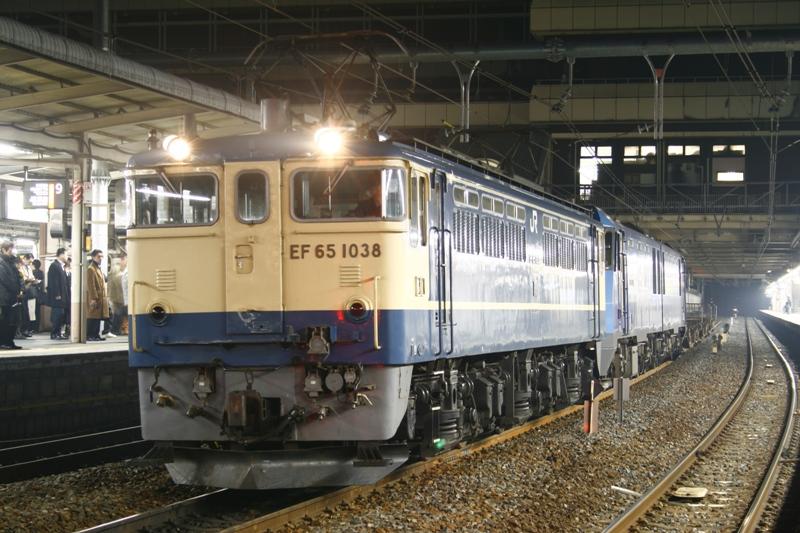 EF65 1038+EH200 3881レ