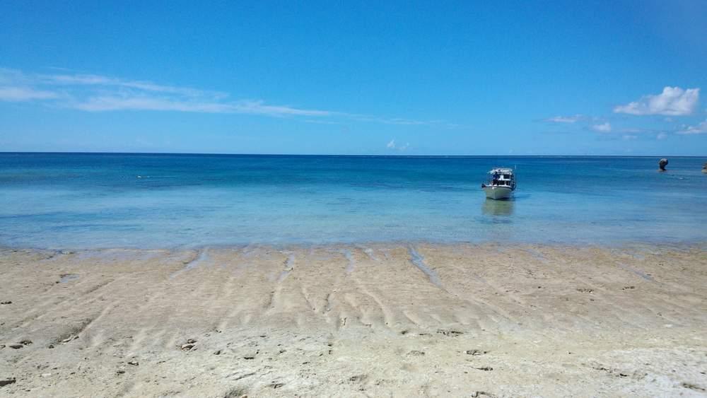 DSC_0047 鎖を伝って下りたビーチ