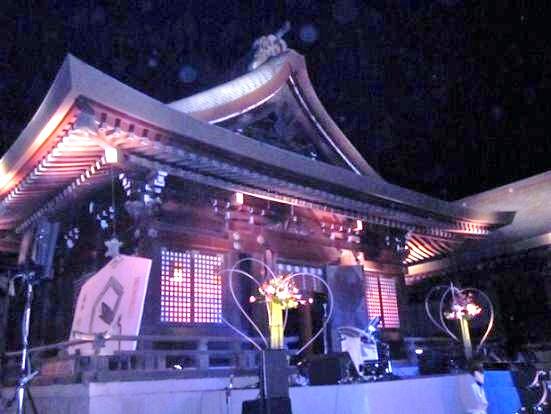 ヴァイオリニスト 川井郁子さん出演のコンサート会場 隠されて・・・