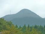 野土路トンネルを抜けると後方に山と鉄塔、