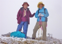 マイナス?? 稜線に立つ 非常に寒いでも笑顔!!