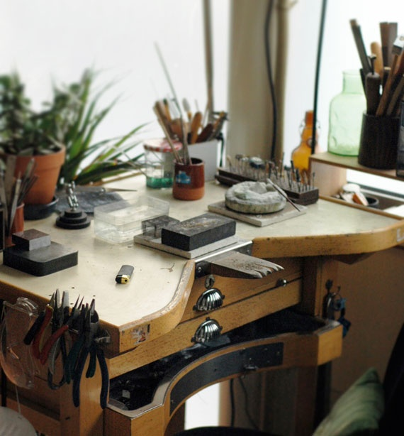 jewelers+desk+artist+style+decor[1]