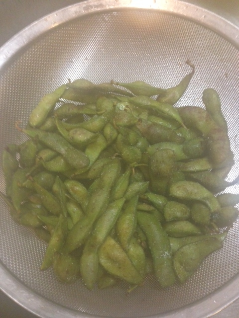 枝豆をさっそくゆでました