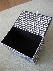 蓋つきの箱2
