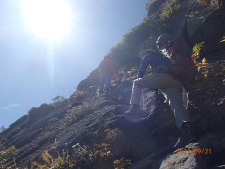 130920夜~23myoko-hiuchi1-妙高山頂直下の鎖場