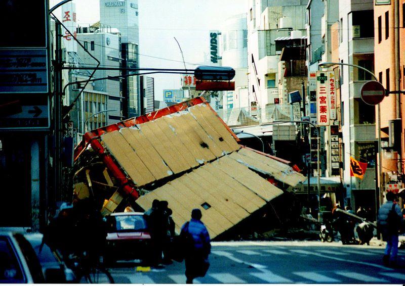 800px-Hanshin-Awaji_earthquake_1995_337.jpg