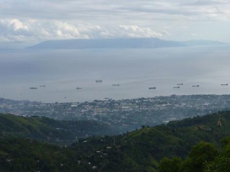 5船が何艘も浮かんでいるのが見えた
