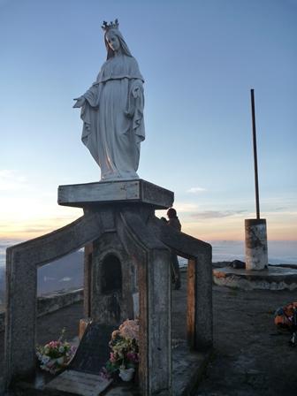 18山頂のマリア像