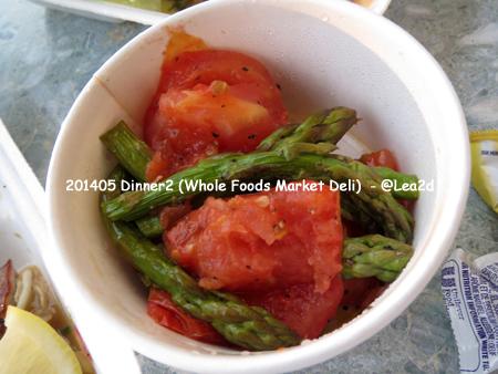 201405 7日目(帰国日前日)の夕食は、Diamond Head Market & Grill(ダイヤモンド・ヘッド・マーケット&グリル) HAMBURGER & GRILLED AHI STEAK(ハンバーグとグリルドアヒ)とWhole Foods Market(ホールフーズマーケット)のデリサラダ
