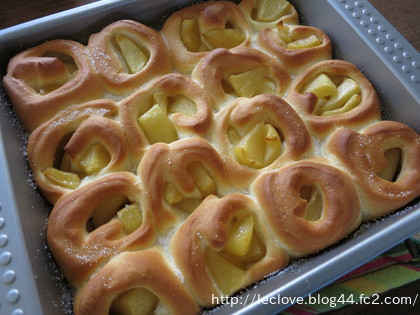 スクエア型でクルクルアップルパン
