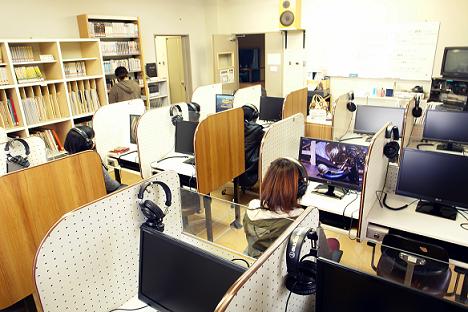 【芸短大】視聴覚室