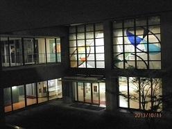 筑女大8号館正面玄関
