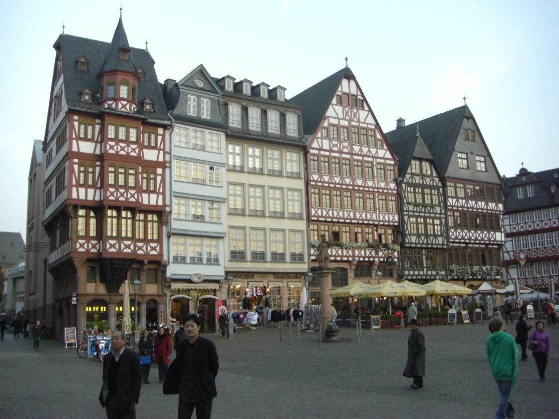 ドイツの古い建物を再現しています。 「再現」なのはこの辺り、第2次世界大戦で破壊されたためです。