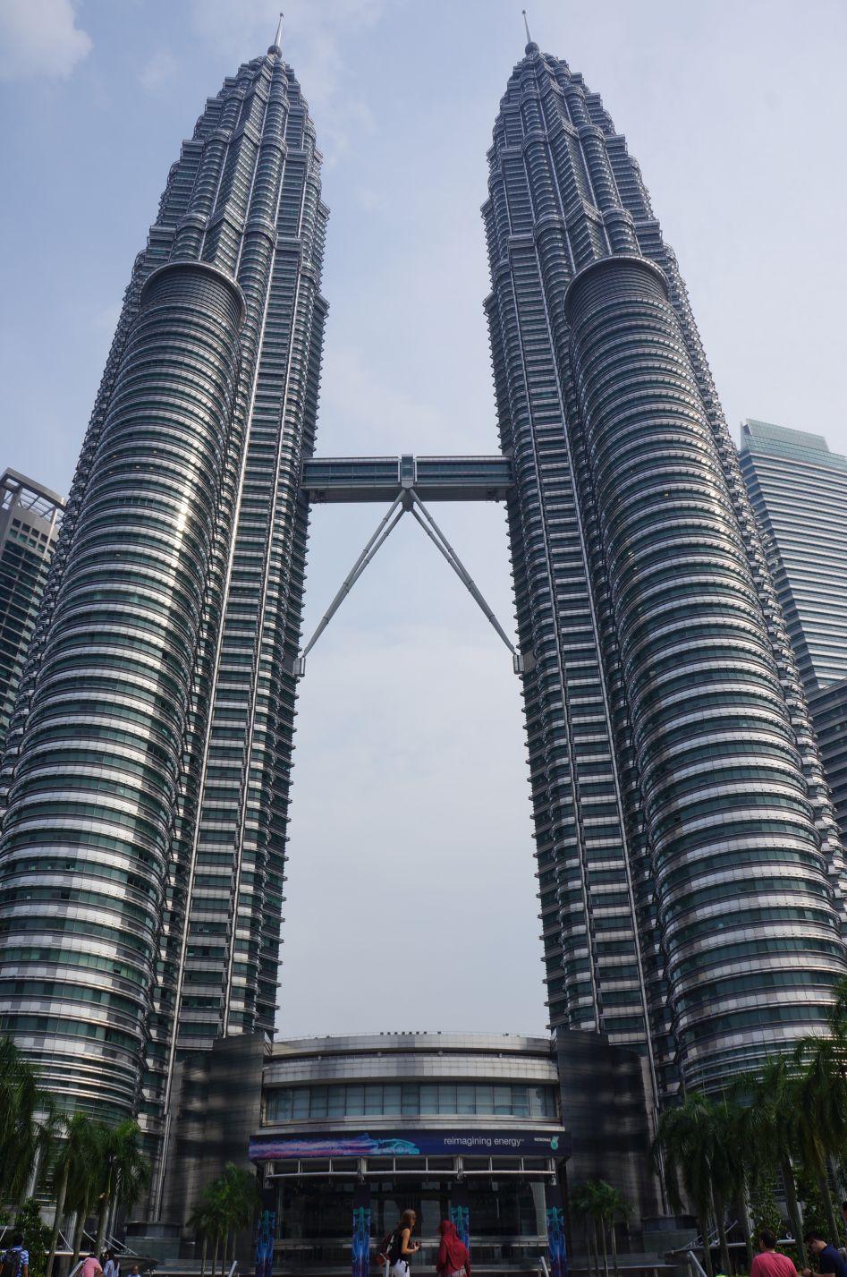 建築当初は世界一高い建築物だったペドロナスタワー。