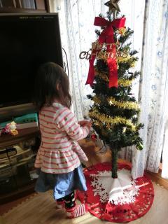 ツリー飾り付け 2歳