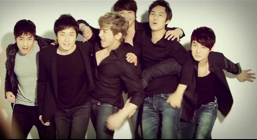 2013 SHINHWA Grand Tour _ Concert Video Clip for Overseas_201る30726015151_3 (640x360)