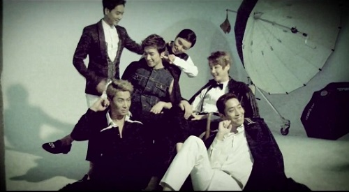 2013 SHINHWA Grand Tour _ Concert Video Clip for Overseas_20130726015429_7 (640x360)