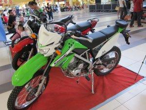 オートバイ01