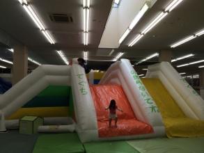 【子供と遊ぶ】 晴れの日の多摩センターアメイジングワールドの混み具合!