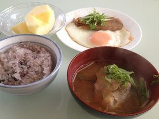 朝はサバの味噌汁