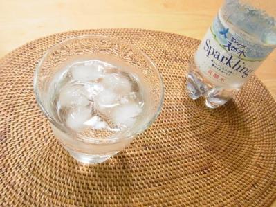 南アルプスの天然水スパークリング02