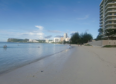 2 タモン湾の浜辺