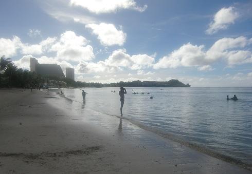 3 タモン湾の浜辺