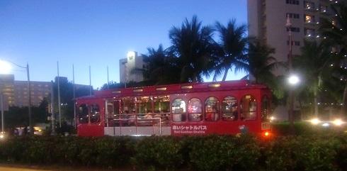 5 赤いシャトルバスで帰る