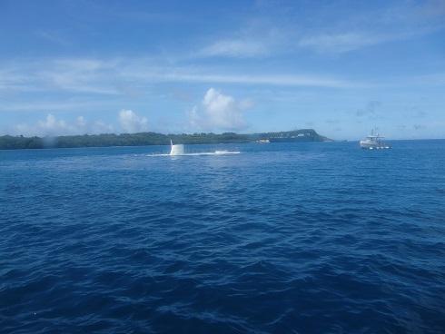 3 潜水艦が浮上中