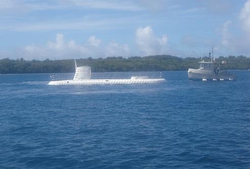 4 潜水艦が浮上