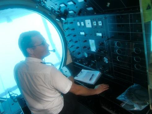 18 艦首の操縦席