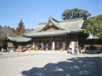 Toga_Shrine_(main_hall_1).jpg