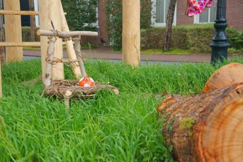 ツリーハウスと麦畑