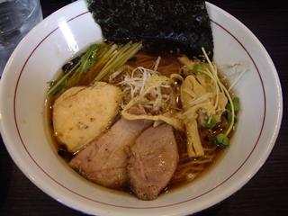 麺処ほん田niji 豊潤鶏だし醤油ラーメン(盛り付け後)