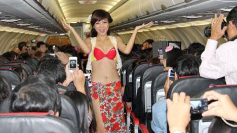 ベトジェットエアの機内ファッションショー