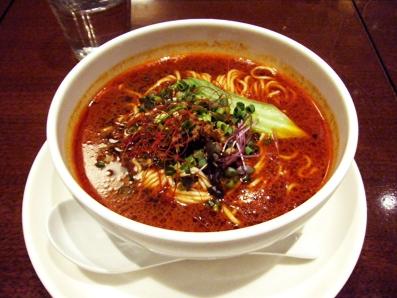 『HONG KONG SWEETS 果香(かか)』の担担麺 赤