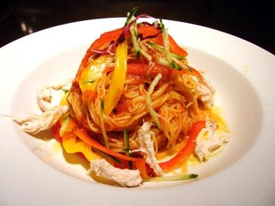 『エノテカ キャンティーナ』の鶏のささみと色々野菜の冷製アラビアータ
