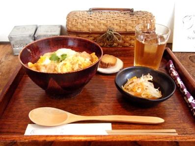 『お茶とお菓子 横尾 (ヨコオ)』の親子丼