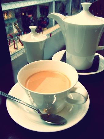 『PRIUS CAFE(プリュスカフェ)』のキャラメルのロイヤルミルクティー