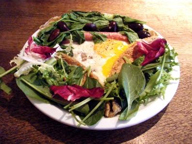 『カフェ マメヒコ』の旬の野菜と豆とソーセージのマメレット