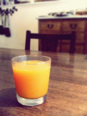 『カフェ マメヒコ』の旬の手絞りジュース