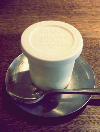 『カフェ マメヒコ』の牛乳のアイスクリーム