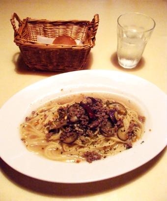 『石窯イタリアンgatto(ガット)』の牛ひき肉とナスのペペロンチーノ