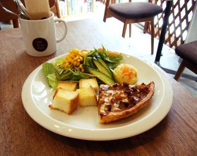 『Cafe Cross Point(カフェ クロスポイント)』の豚ひき肉とひよこ豆のキッシュ