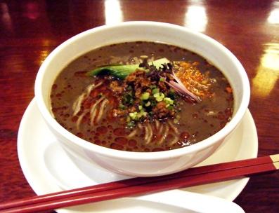 『HONG KONG SWEETS 果香(かか)』の黒ゴマの担担麺