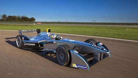 formula-e-la-ferte-gaucher-Spark-Renault-SRT_01E-2013-1.jpg