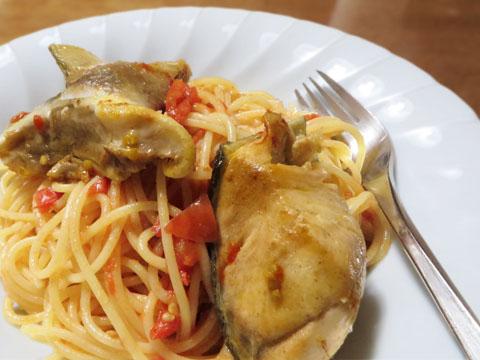 鮭のアラとトマトのパスタ