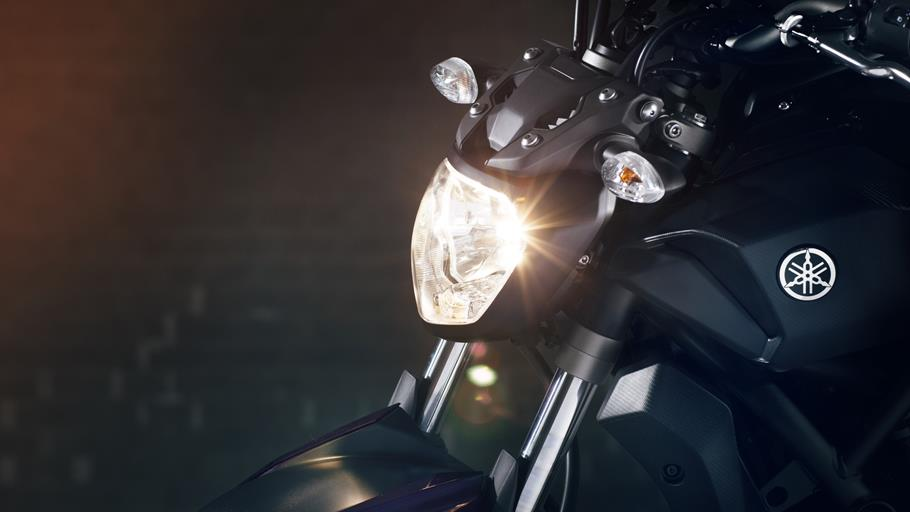 MT-07-EU-Deep-Armor-Detail-ヘッドライト